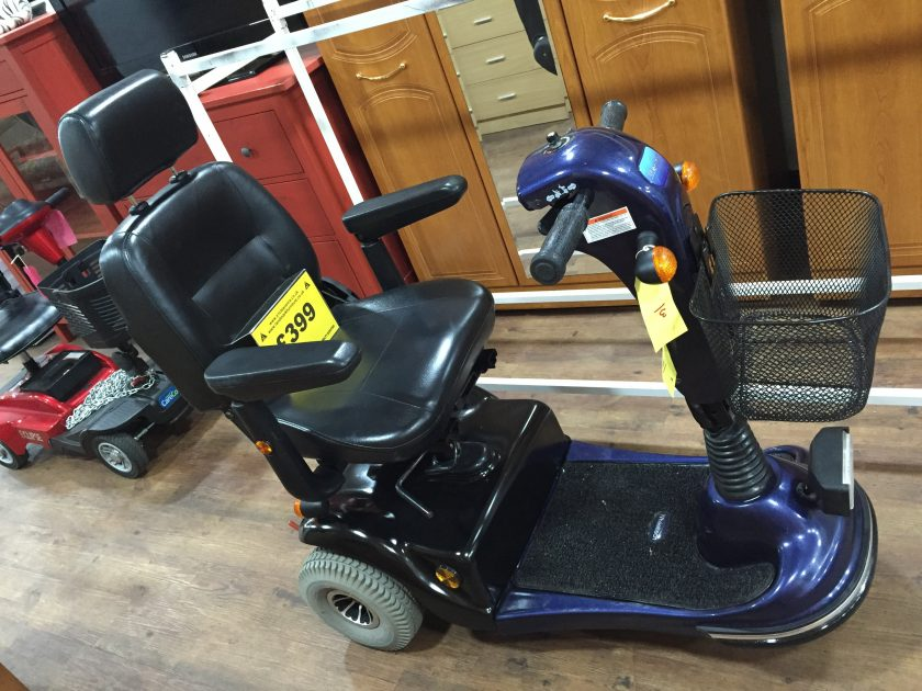 Mercury m36 3 wheel mobility scooter in very good condition one month guarantee on this scooter